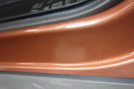 Оклейка внутренней части порогов защитной плёнкой